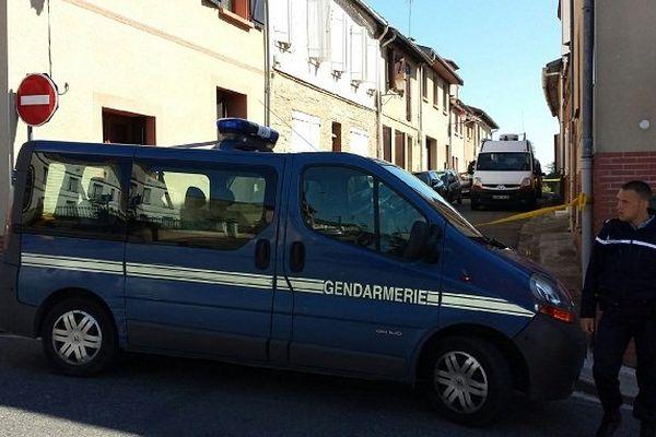 La rue où le drame s'est produit est bloquée ce samedi matin par la gendarmerie.
