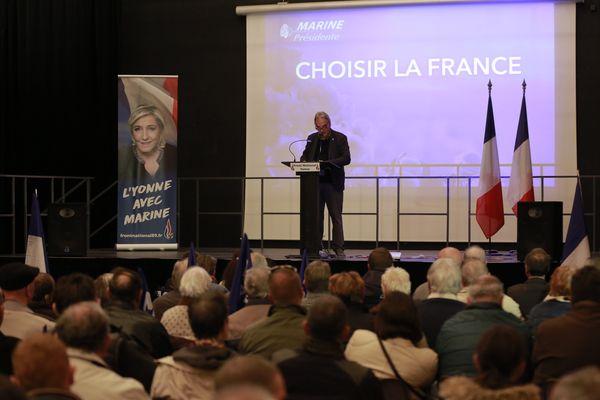 Les supporters de Marine Le Pen se sont retrouvés à l'espace culturel d'Appoigny, près d'Auxerre. À la tribune, Pascal Blaise, secrétaire départemental de Debout la France, a parlé identité française, immigration et sécurité. Julien Odoul, son homologue frontiste, lui a ensuite succédé.