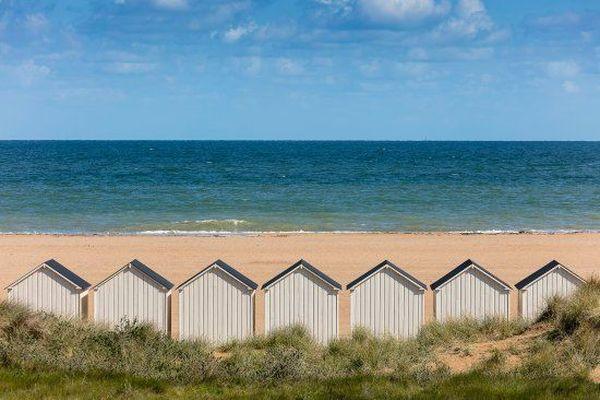 A l'horizon de sa plage et de ses cabanes, Ouistreham est au coeur de l'actualité de la voile ce dimanche soir, à l'occasion du départ de la Normandy Channel Race, dont la flotte quitte Caen. A suivre en direct dès 18h55 sur la page Facebook de France 3 Normandie.
