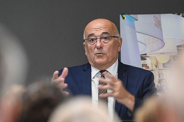 Le président du conseil départemental de la Haute-Savoie, Christian Monteil, lors du 50e anniversaire de l'entreprise Somfy à Cluses.