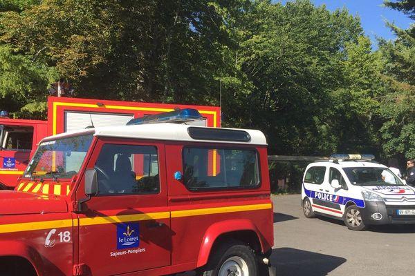 Les pompiers et la police étaient présents à proximité du pavillon mardi matin.