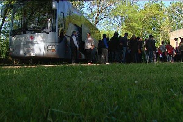 Une trentaine de migrants érythréens a pris le départ jeudi vers des centres d'accueil pour demandeurs d'asile d'Epernay et de Dijon