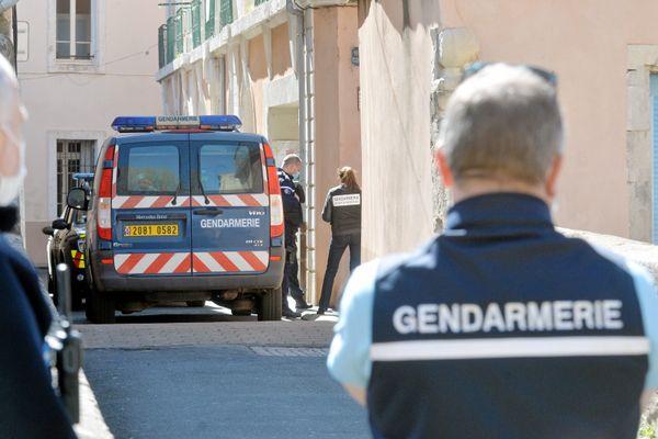 Le corps d'Aurélie Vaquier est retrouvé le 7 avril à Bédarieux (Hérault), sous une dalle de béton à son domicile. Son compagnon, Samire L. est le principal suspect dans cette affaire.