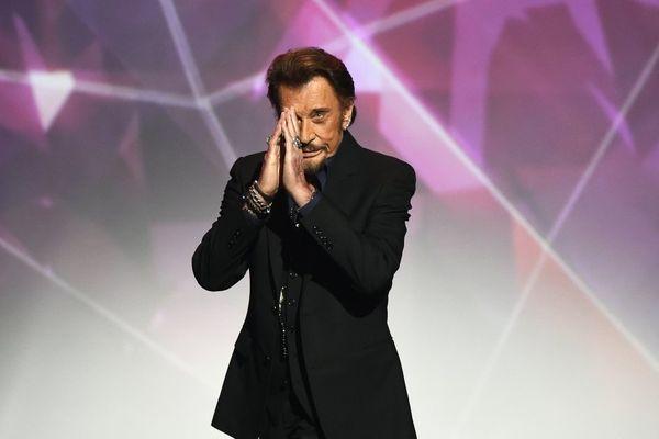 05/12/2017 - Johnny Hallyday, la plus grande rock-star que la France ait jamais connue, est mort dans la nuit de mardi à mercredi à 74 ans, des suites d'un cancer du poumon.