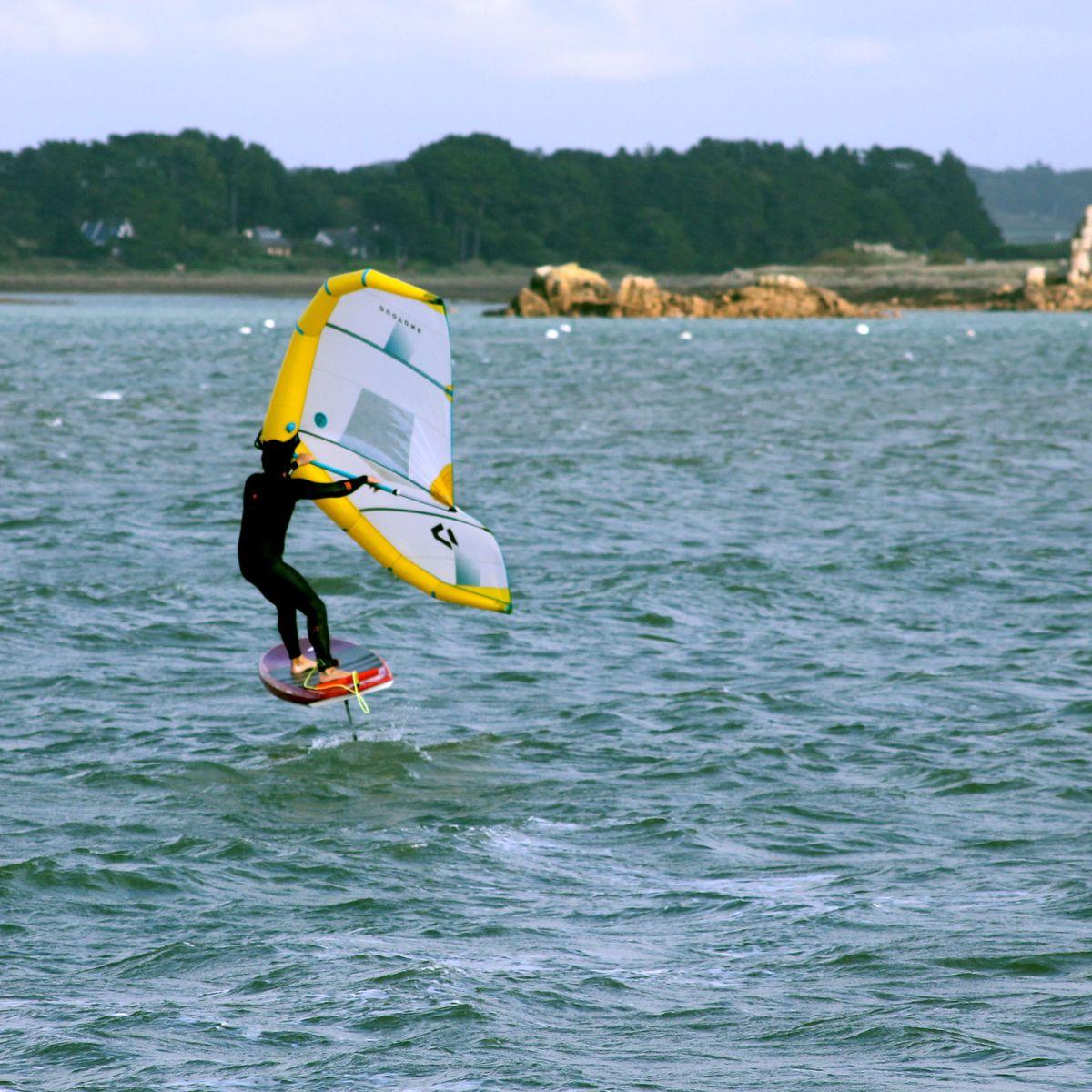 Entre Kitesurf Et Windsurf Le Wing Foil Decolle