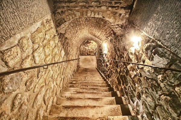 Descente vers la cave des champagnes Castelnau