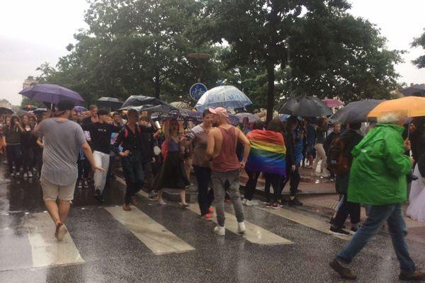 L'orage perturbe la manifestation
