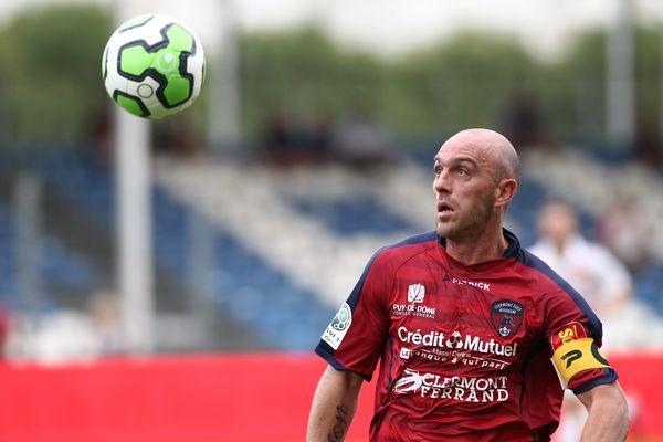 Après un an et demi au Clermont Foot Auvergne, Jean-François Rivière s'est engagé en faveur du GFC Ajaccio pour six mois avec une année supplémentaire en option.