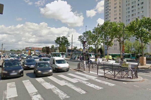 Les minibus embarquaient les passagers à la porte de la Chapelle, au nord de Paris