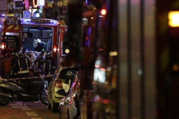 Plusieurs fusillades meurtrières ont eu lieu à Paris et dans le secteur du Stade de France vendredi 13 novembre 2015. La France a décrété l'état d'urgence sur tout le territoire.
