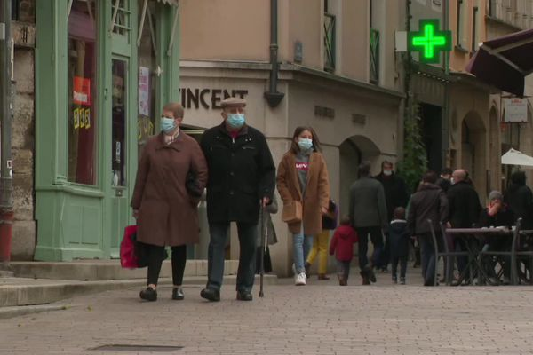 ILLUSTRATION. Alors que les hospitalisations et les contaminations augmentent, le protocole sanitaire est renforcé en Saône-et-Loire.