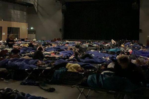 Suite aux inondations dans l'ouest Hérault mercredi 23 octobre, la Croix-Rouge a ouvert quatre centres d'hébergement d'urgence à Villeneuve-les-Béziers et Vias. Plus de 500 personnes y ont passé la nuit.