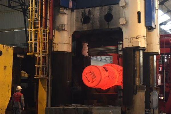 La forge du Creusot en pleine action (presse de 9000t)