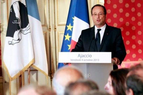 04/10/13 - Discours de François Hollande dans les salons de l'hôtel de ville d'Ajaccio