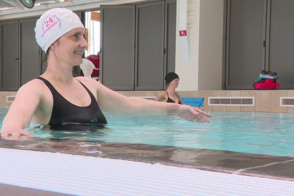 """Sophie Muret a découvert la danse aquatique, après avoir guéri d'un cancer du rein. Elle parle de """"résurrection""""."""