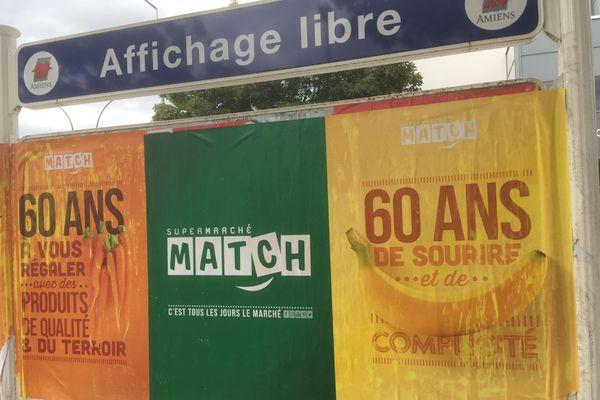 Plusieurs panneaux d'affichage libre de la ville d'Amiens ont été recouverts d'affiches commerciales. Lundi 27 juillet 2020