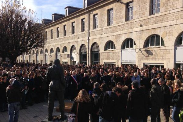 A Besançon, la Marseillaise a retenti après la minute de silence en hommage aux victimes des attentats de Paris
