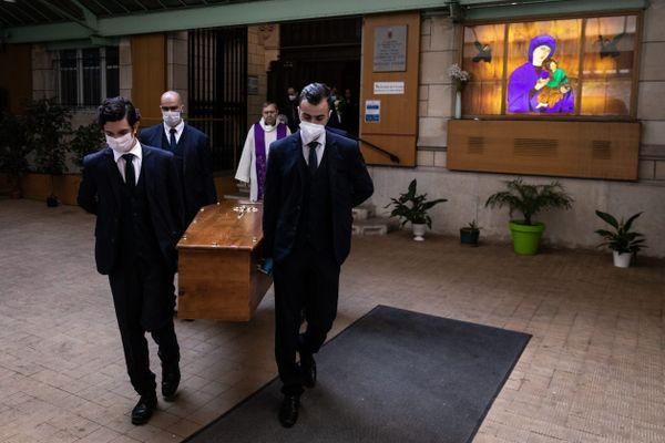 La crise sanitaire du Covid a eu de fortes répercussions sur les cérémonies funéraires