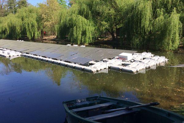 Le parc solaire lacustre, une première en France