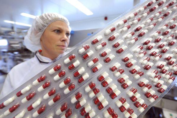 Chaîne de l'usine UPSA à Agen où est fabriqué le médicament phare du groupe, à base de paracétamol. Le site est installé historiquement à Agen, en Lot-et-Garonne.