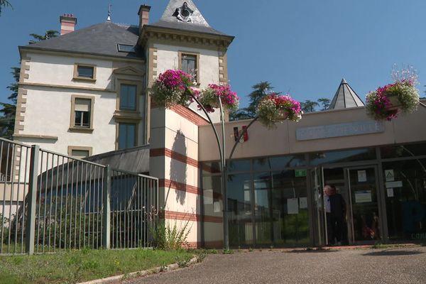 Qui s'installera dans le bureau château du maire d'Andrézieux Bouthéon à l'issue du 2e tour des municipales ?