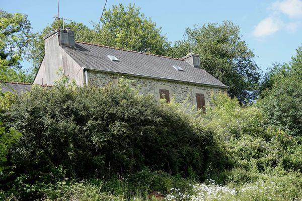 Les corps de la famille ont été retrouvés dans cette ferme appartenant à Hubert Caouissin située dans le Finistère.