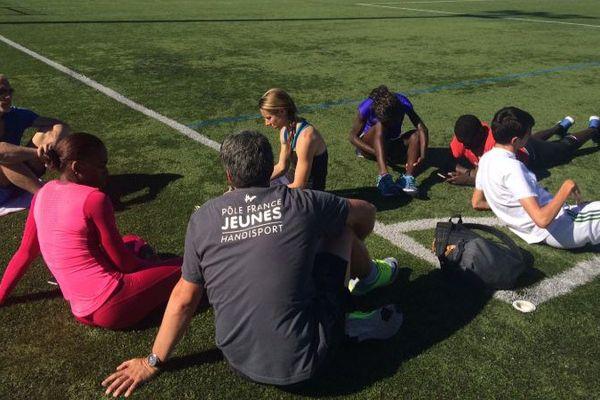 Les six athlètes handisports en préparation à Larmor-Plage, profitent des installations de la commune