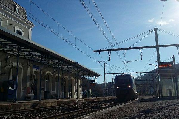 La gare de Saint-Sulpice-Laurière fût érigée en 1856