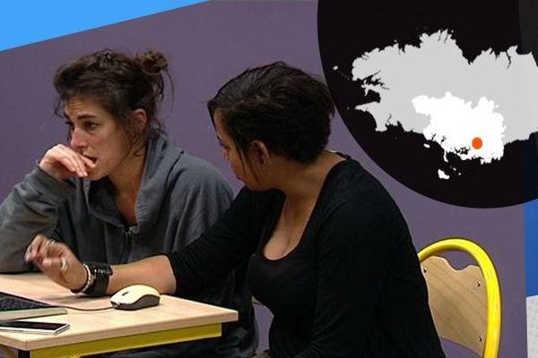 La compagnie Instants joue des histoires inspirées de la réalité face à des lycéens