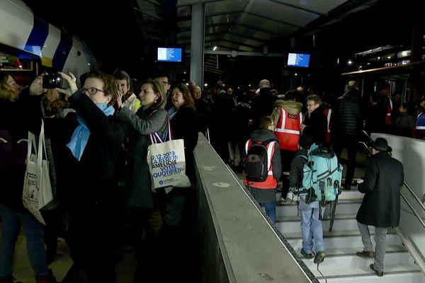 Le Léman Express a été ouvert au public le dimanche 15 décembre dans un contexte de grève des cheminots contre la Réforme des retraites.