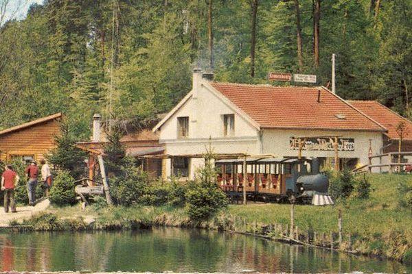 le petit étang de pêche et l'auberge