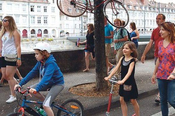 Le Festival propose des parcours à pieds ou à roulette et s'associe à la Fête du vélo.