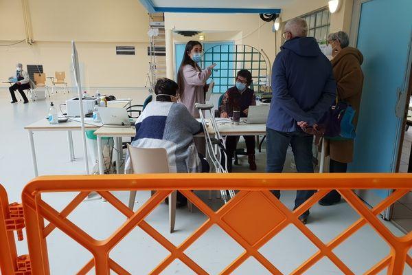 Près de 500 personnes ont reçu une injection de vaccin contre le Covid-19 les 13 et 14 mars 2021 à Annemasse (Haute-Savoie).