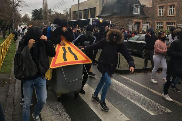 Des lycéens rennais partent en manifestation ce jeudi 6 matin
