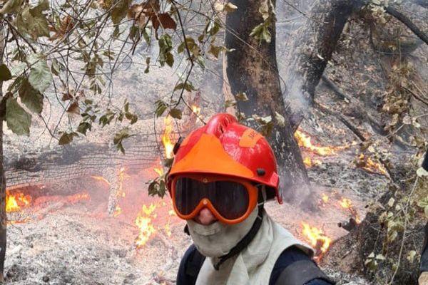 Stéphane Giacoletto, sécurisant un feux de forêt au Nord de l'île d'Eubée.