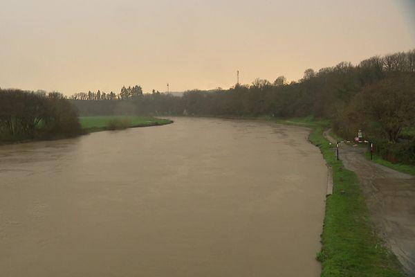 L'eau monte du côté de Bourg-des-Comptes (Ille-et-Vilaine)