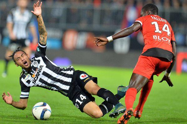 13e journée du championnat de France de ligue 1. L1. Angers / Rennes. Billy Ketkeophomphone et Fallou Diagne