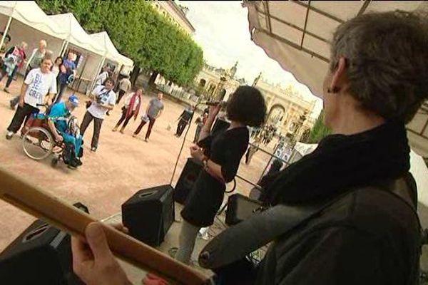Des musiciens sur la place Carrière à Nancy
