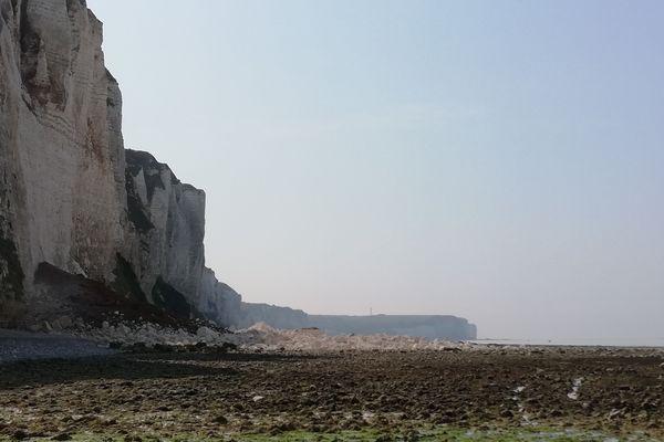 Une partie de la falaise s'est éboulée sur la plage de St Léonard