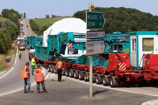 Le Haut-Rhin est habitué à voir passer des convois exceptionnels transportant des turbines de General Electrics, comme ici en 2015.