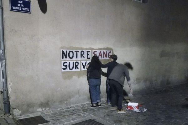 Des messages chocs sur les murs de la ville pour dénoncer les féminicides et interpeller les pouvoirs publics