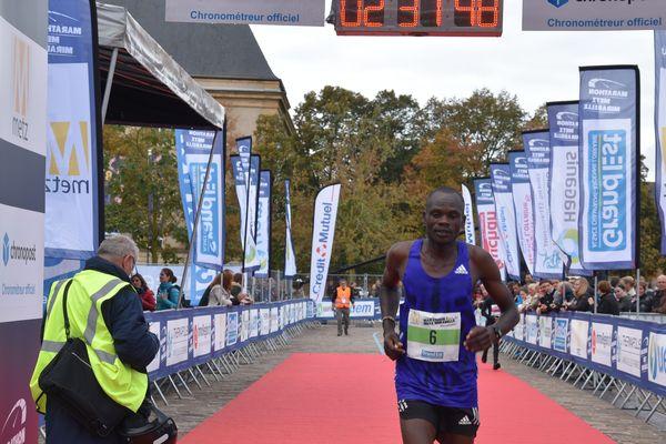 L'arrivée de Samson Bor, 3e du Marathon Metz Mirabelle