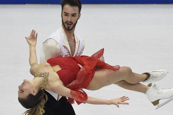 Gabriella Papadakis et Guillaume Cizeron pendant le programme court des Championnats d'Europe de patinage artistique, à Bratislava le 28 janvier 2016.