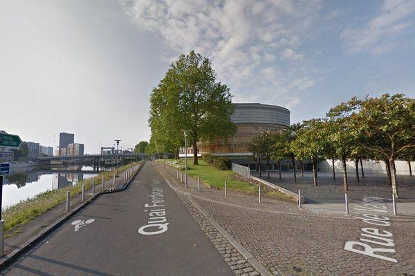 La victime, une femme de 43, ans a été traînée par une voiture sur 2 km puis abandonnée entre la vie et la mort près de la cité des congrès à Nantes jeudi 17 décembre 2015