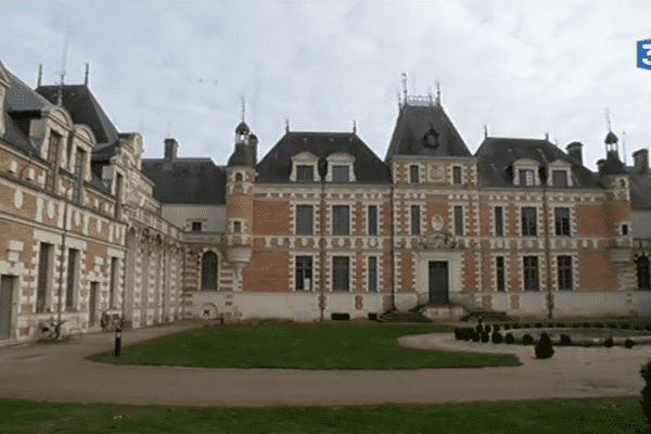 Le nouveau musée de Louis de Funès prend place dans l'ancien château de l'acteur.