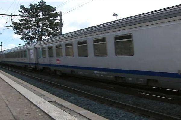 """""""La SNCF ayant transformé la gare de L'Isle d'Abeau en halte cet été 2018, il n'est aujourd'hui plus possible de prendre un titre de transport au guichet en cas d'indisponibilité de l'automate"""" dénonce l'ADUT"""