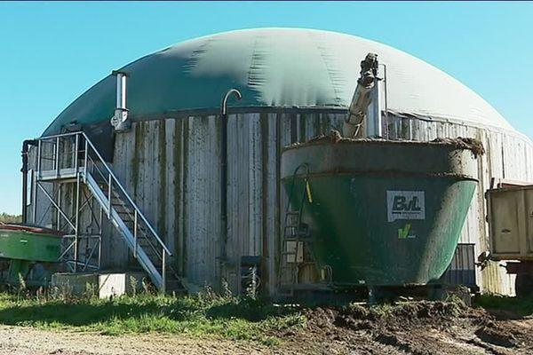 Un exemple d'unité de méthanisation sur la ferme de They.