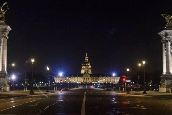 L'Esplanade des Invalides lors du couvre-feu, le 18 octobre 2020 à Paris.