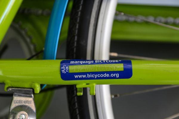 Graver et faire enregistrer son vélo sera obligatoire dès le 1er janvier 2021 pour les vélos neufs.