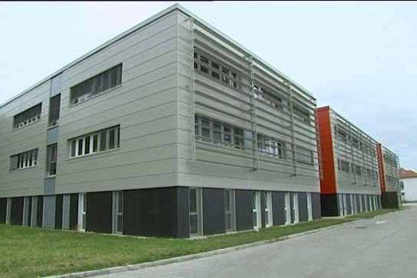 L'école de gendarmerie de Dijon-Longvic formera jusqu'à 700 élèves par an et emploiera 200 personnels permanents.